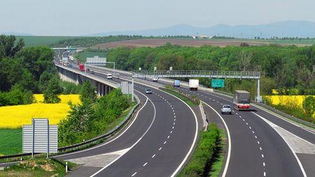 Češi neumí správně jezdit po dálnici. Přitom stačí dodržovat několik jednoduchých pravidel, znáteje?