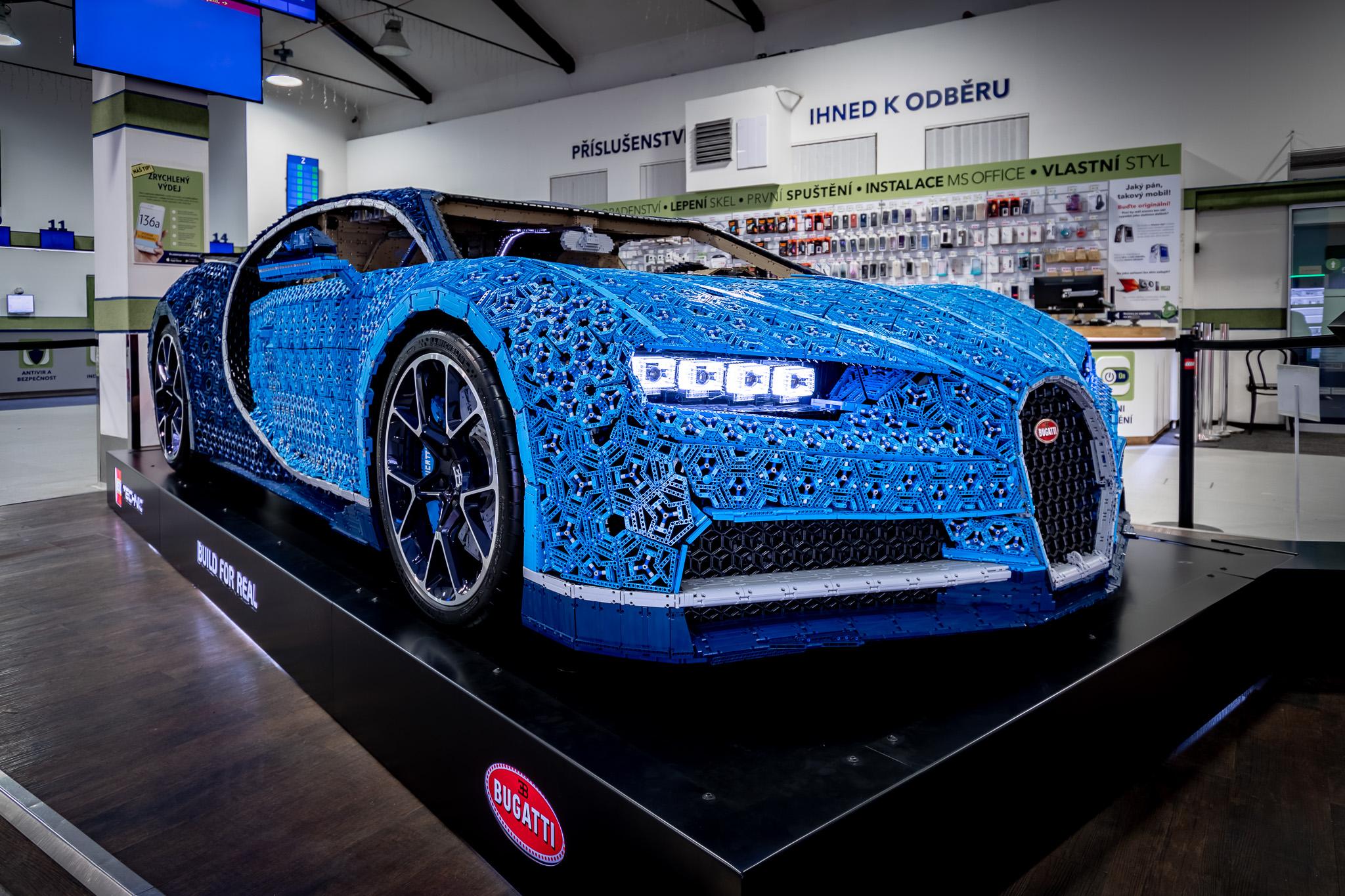 a51ac6e35d3 Bugatti Chiron z lega je do konce roku vystavený v Praze - Garáž.cz