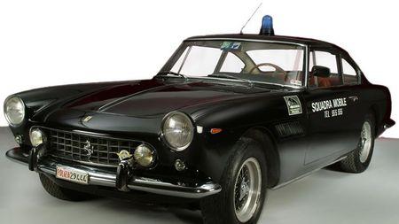 Nejslavnější policejní auta: Lumpové se jich báli a ostatní řidiči záviděli. Kterým byste se chtělisvézt?