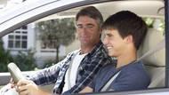 5 nejlepších řidičských rad, které se vyplatí dodržovat. Víte tohle o spojce, parkování, bílé čáře, tankování anádrži?