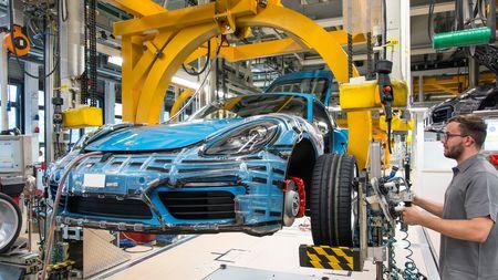 Pracovat pro Porsche se vyplatí! Firma dává zaměstnancům velmi zajímavýbonus