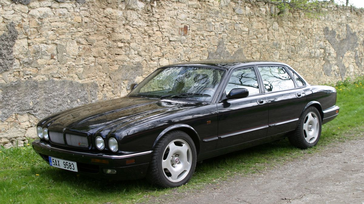 Jaguar XJR X306 - Nadopovaný gentleman - Garáž.cz
