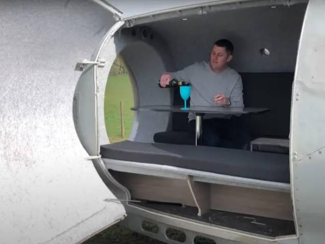 Obytný vůz postavený z tyrskového motoru