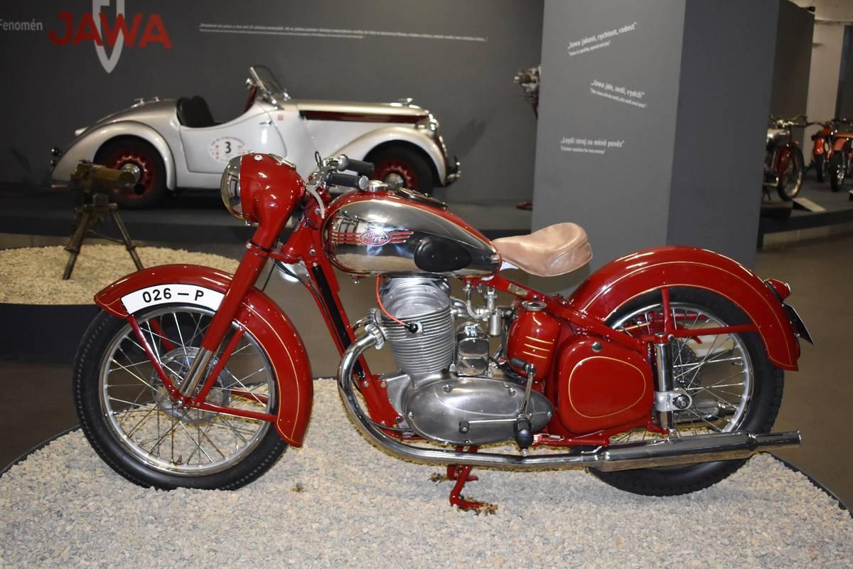 Jawa 500 OHC typ 15 z roku 1950, kterou dostal ke zkouškám známý závodník Václav Stanislav