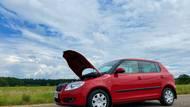 Policie radí: Kdy ji volat na místo nehody, co dělat, když vám někdo odře auto na parkovišti nebo vám za jízdy dojdepalivo?